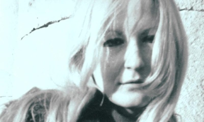 """Cristina Annino: """"La poesia non ti obbliga a metterla al mondo"""""""