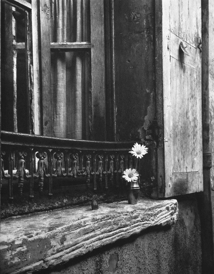 FOTORACCONTO Izis - 8, Impasse Florimont, Paris, 1947 FINESTRA