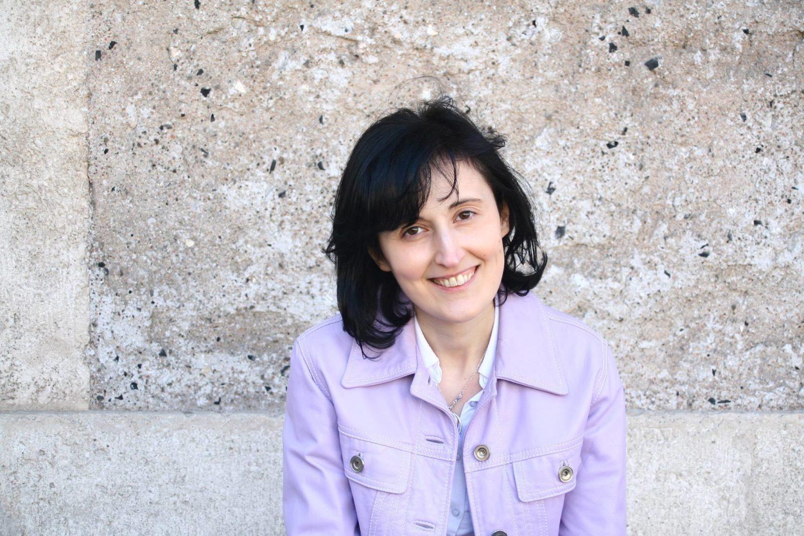 Elisa Ruotolo su l'EstroVerso di Grazia Calanna