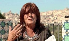 """Maria Attanasio, """"la poesia non può che essere resistenza""""."""