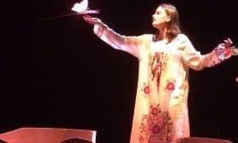 Fuad che toccava le ali alle farfalle, la coralità di una lingua poetica che si fa voce nel vento.