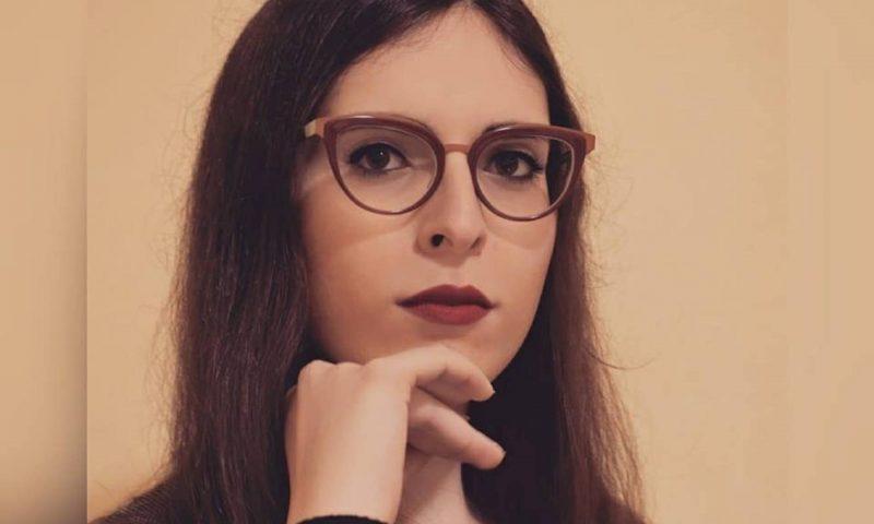 """Giovanna Cristina Vivinetto, un """"Dolore minimo"""", «acquattato tra le parole», per la «riscrittura di un destino»."""