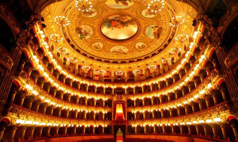 A tempo di marcia per il Teatro Bellini di Catania.