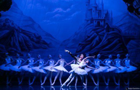 """Domani al Teatro Metropolitan di Catania, attesa per """"Il lago dei cigni"""" con il Balletto di San Pietroburgo."""