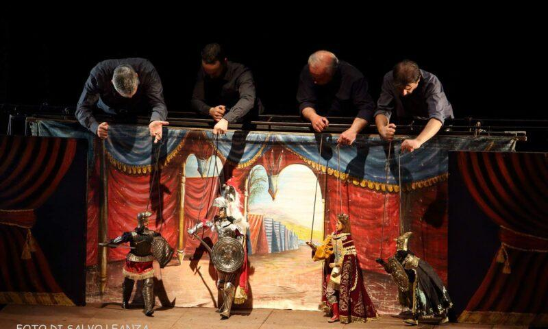 """""""L'oro dei Napoli"""" apre la stagione del Teatro Stabile"""
