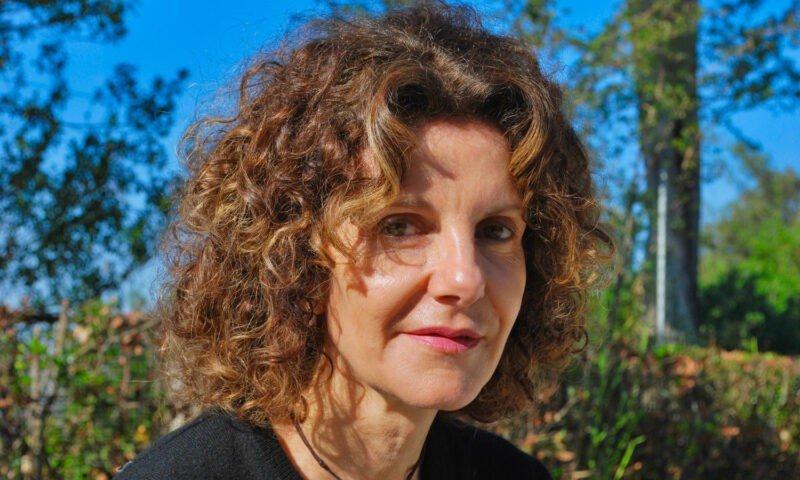 """#1Libroin5W.: Roberta Palopoli, """"Tre per una"""", Castelvecchi."""