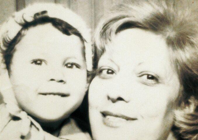 """#1Libroin5W.: Maria Grazia Calandrone, """"Splendi come vita"""", Ponte alle Grazie."""