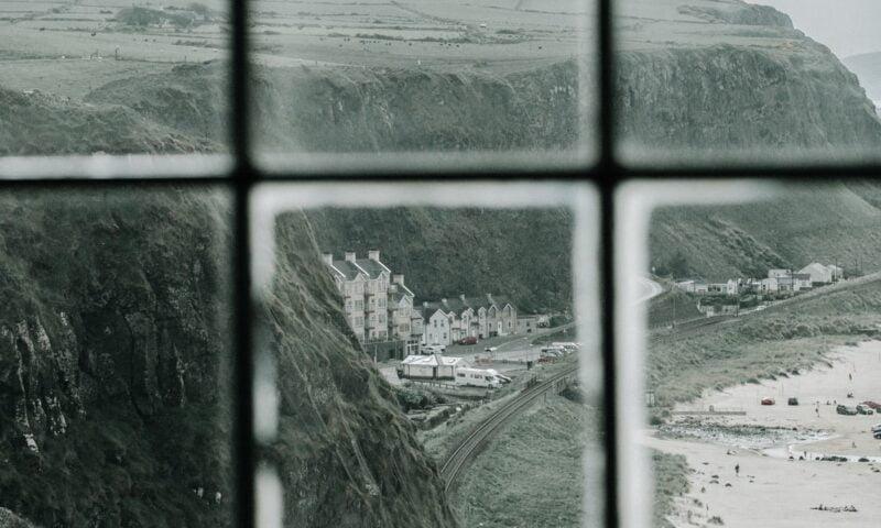 L'hotel sulla spiaggia (Mark Strand)